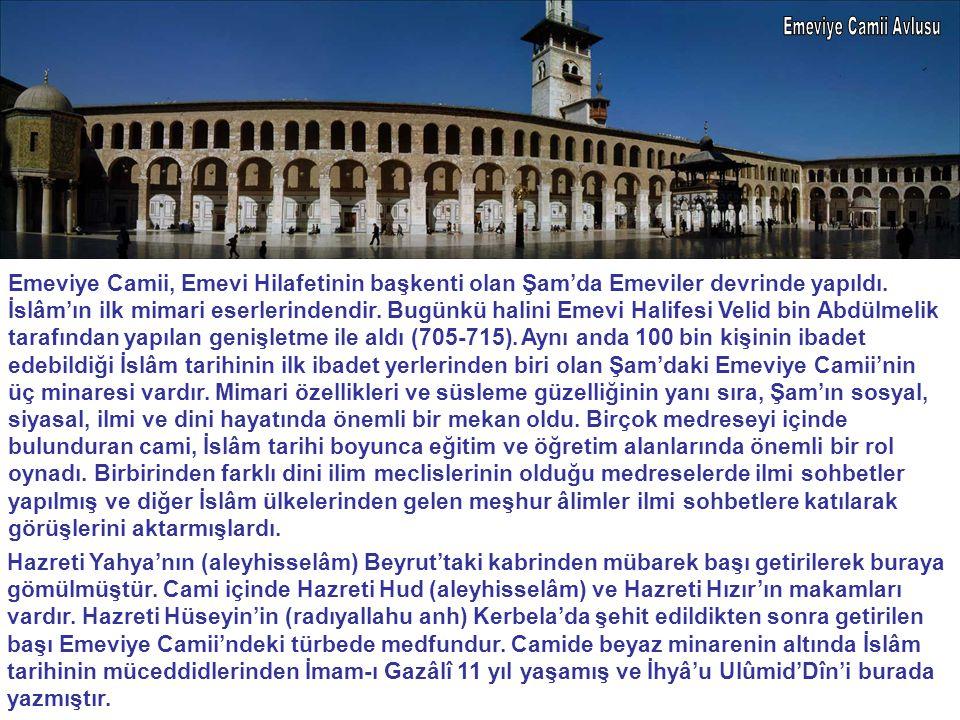 Emeviye Camii Avlusu