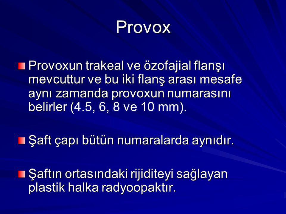 Provox Provoxun trakeal ve özofajial flanşı mevcuttur ve bu iki flanş arası mesafe aynı zamanda provoxun numarasını belirler (4.5, 6, 8 ve 10 mm).