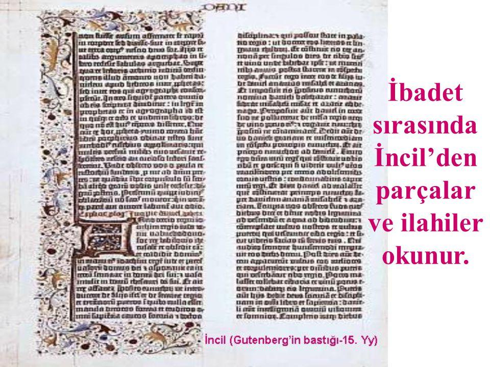 İbadet sırasında İncil'den parçalar ve ilahiler okunur.