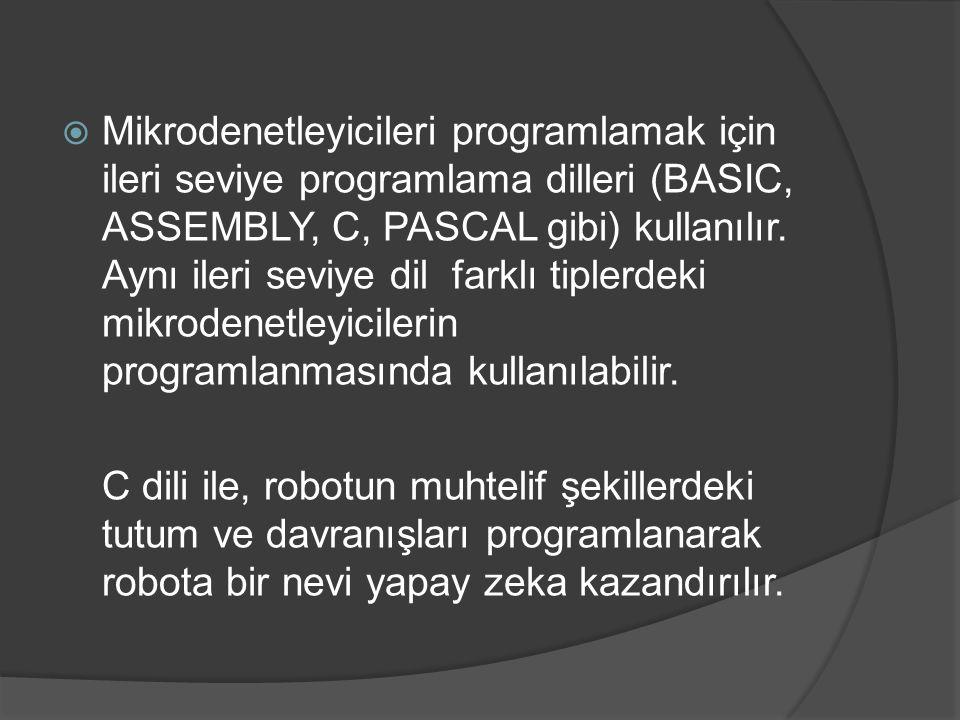 Mikrodenetleyicileri programlamak için ileri seviye programlama dilleri (BASIC, ASSEMBLY, C, PASCAL gibi) kullanılır. Aynı ileri seviye dil farklı tiplerdeki mikrodenetleyicilerin programlanmasında kullanılabilir.