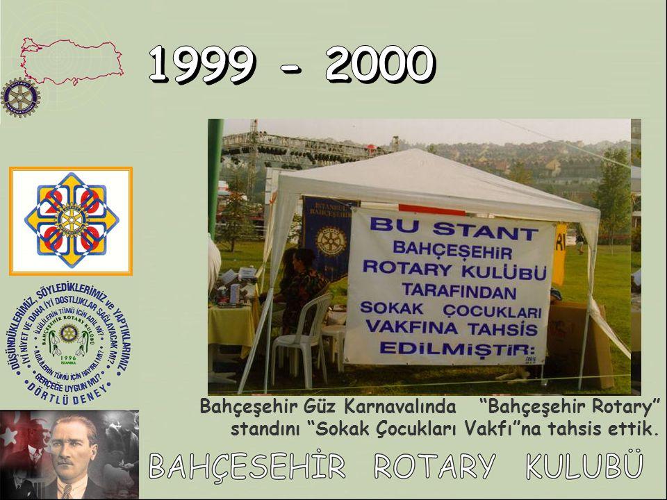 1999 - 2000 Bahçeşehir Güz Karnavalında Bahçeşehir Rotary standını Sokak Çocukları Vakfı na tahsis ettik.