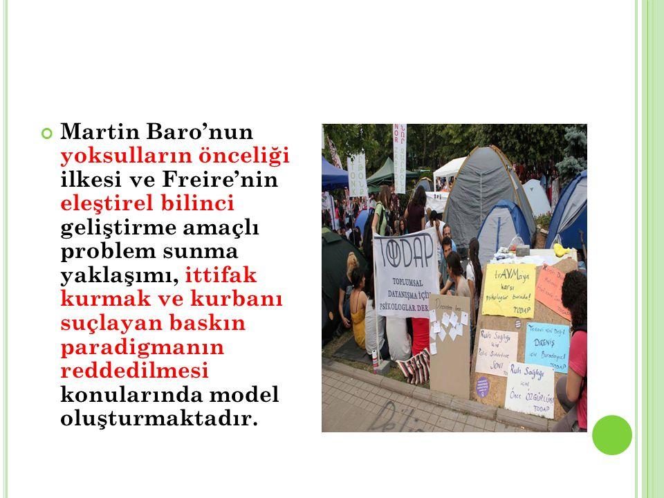 Martin Baro'nun yoksulların önceliği ilkesi ve Freire'nin eleştirel bilinci geliştirme amaçlı problem sunma yaklaşımı, ittifak kurmak ve kurbanı suçlayan baskın paradigmanın reddedilmesi konularında model oluşturmaktadır.