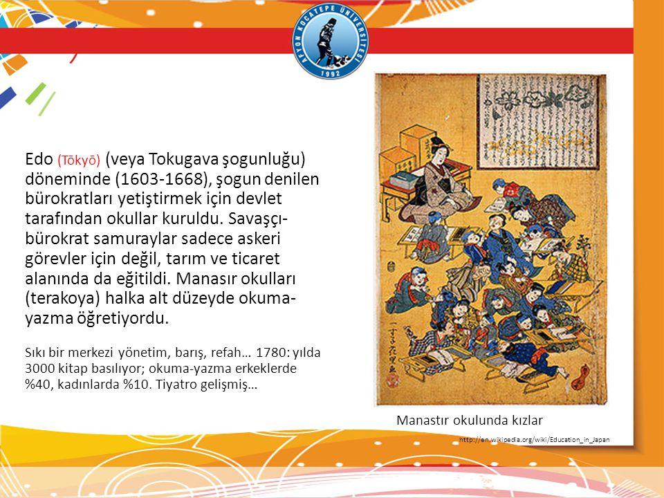 Edo (Tōkyō) (veya Tokugava şogunluğu) döneminde (1603-1668), şogun denilen bürokratları yetiştirmek için devlet tarafından okullar kuruldu. Savaşçı-bürokrat samuraylar sadece askeri görevler için değil, tarım ve ticaret alanında da eğitildi. Manasır okulları (terakoya) halka alt düzeyde okuma-yazma öğretiyordu.