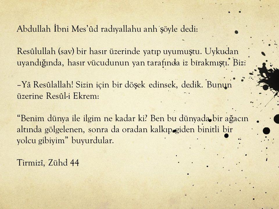 Abdullah İbni Mes'ûd radıyallahu anh şöyle dedi: Resûlullah (sav) bir hasır üzerinde yatıp uyumuştu.