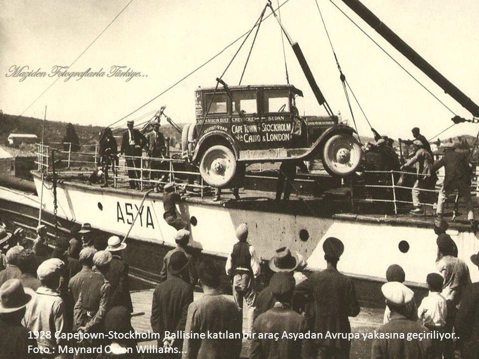 1928 Capetown-Stockholm Rallisine katılan bir araç Asyadan Avrupa yakasına geçiriliyor..