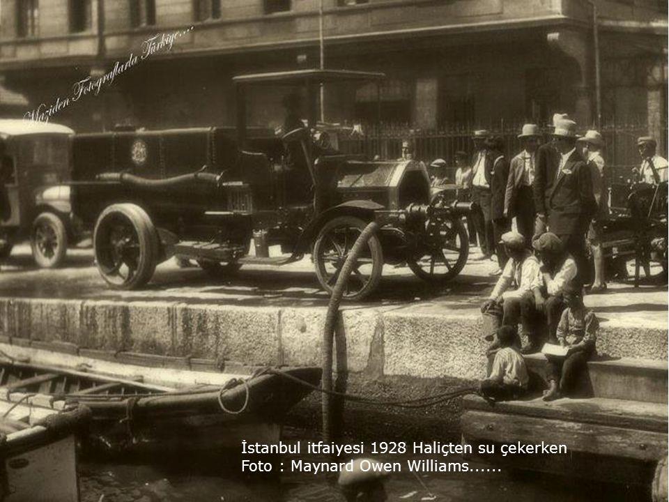 İstanbul itfaiyesi 1928 Haliçten su çekerken