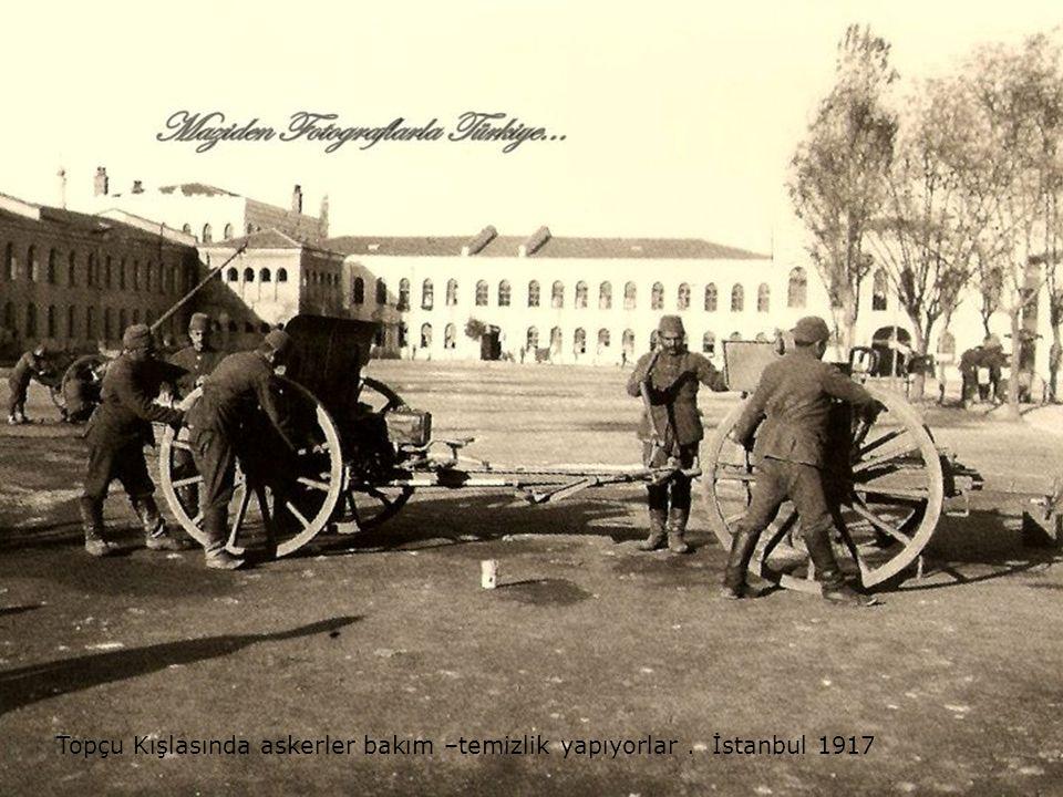 Topçu Kışlasında askerler bakım –temizlik yapıyorlar . İstanbul 1917
