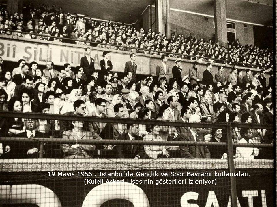 19 Mayıs 1956.. İstanbul da Gençlik ve Spor Bayramı kutlamaları..