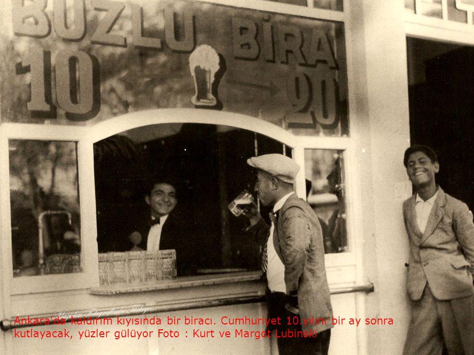 Ankara da kaldırım kıyısında bir biracı. Cumhuriyet 10