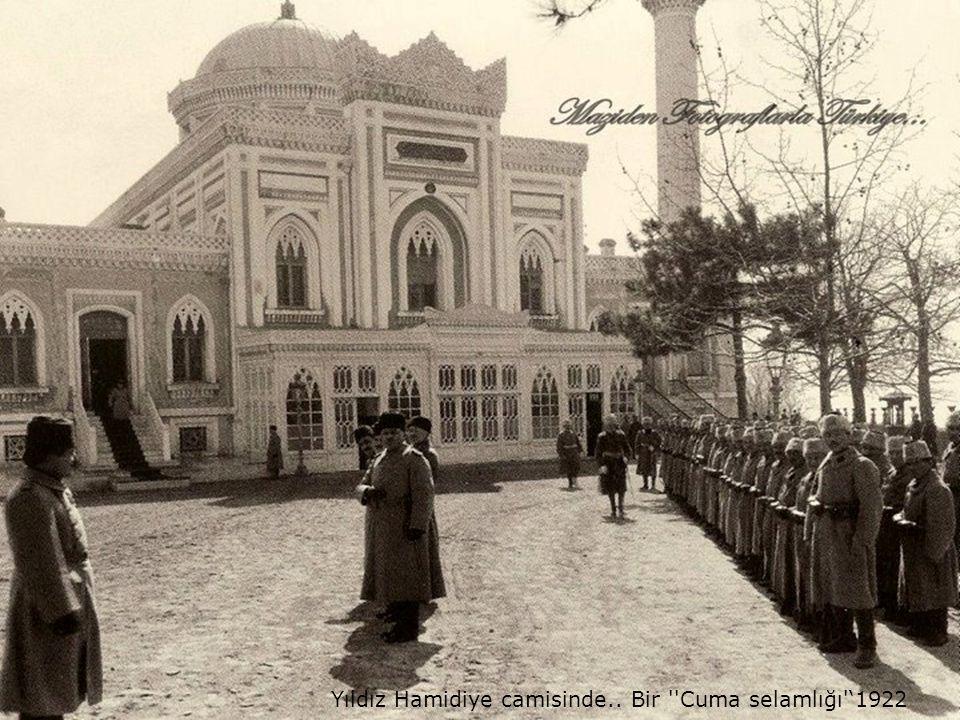 Yıldız Hamidiye camisinde.. Bir Cuma selamlığı '1922