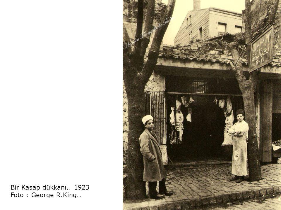Bir Kasap dükkanı.. 1923 Foto : George R.King..