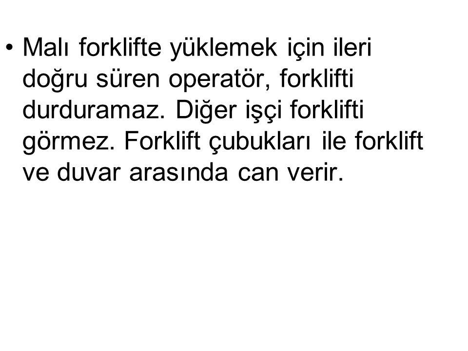 Malı forklifte yüklemek için ileri doğru süren operatör, forklifti durduramaz.