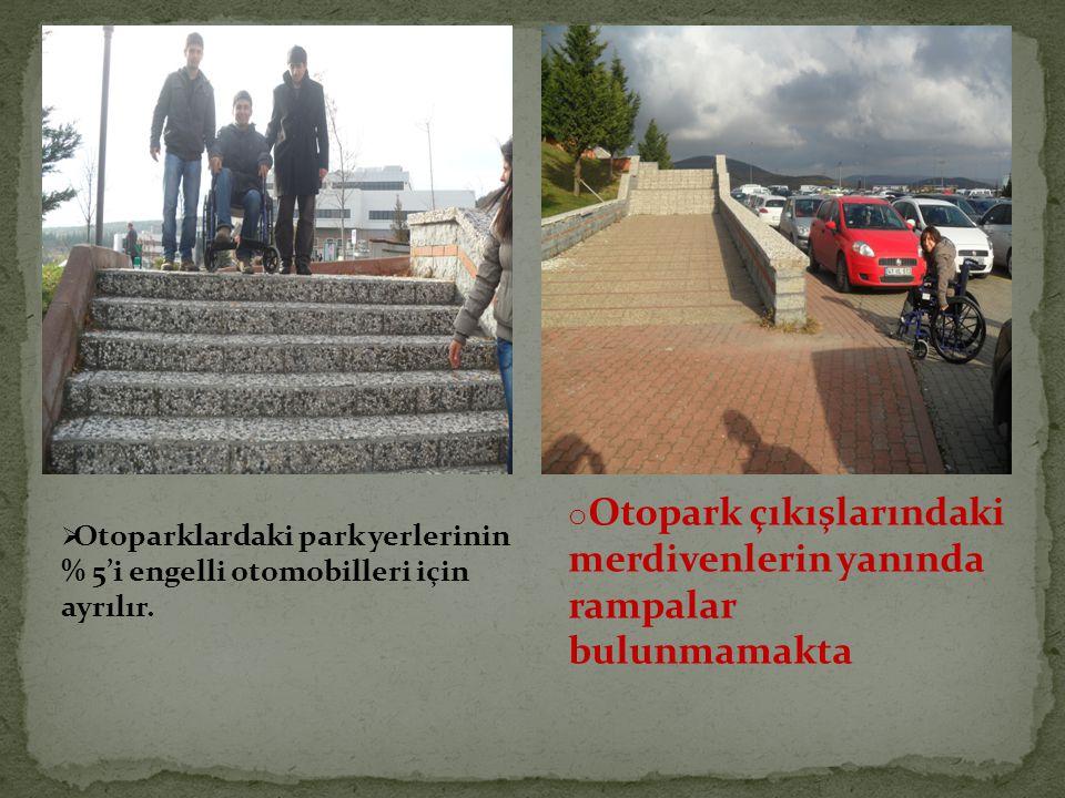 Otopark çıkışlarındaki merdivenlerin yanında rampalar bulunmamakta
