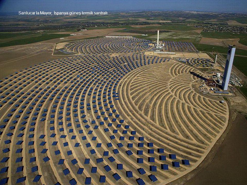 Sanlucar la Mayor, İspanya güneş termik santralı.