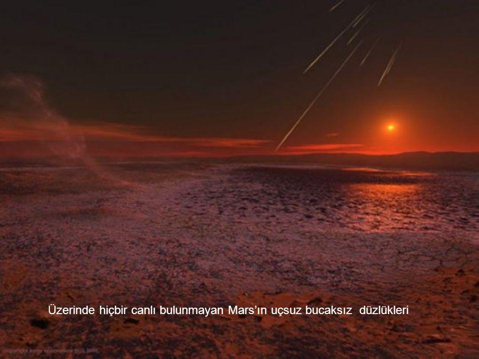 Üzerinde hiçbir canlı bulunmayan Mars'ın uçsuz bucaksız düzlükleri