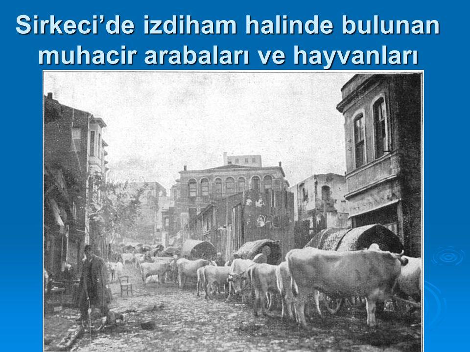 Sirkeci'de izdiham halinde bulunan muhacir arabaları ve hayvanları