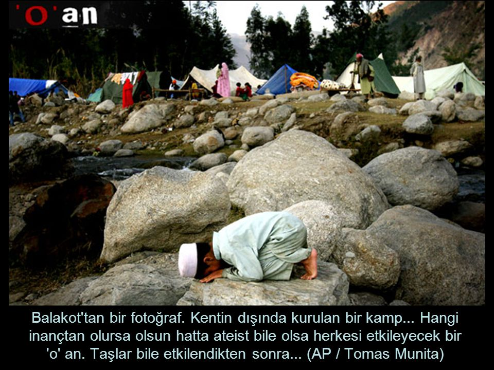 Balakot tan bir fotoğraf. Kentin dışında kurulan bir kamp