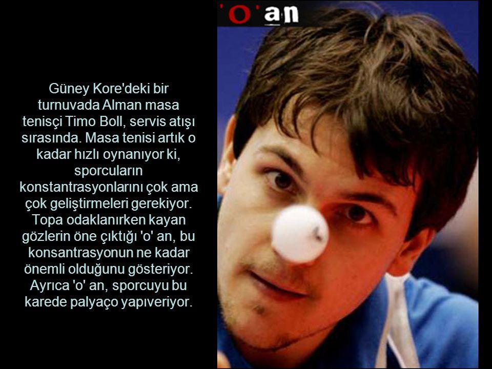 Güney Kore deki bir turnuvada Alman masa tenisçi Timo Boll, servis atışı sırasında.