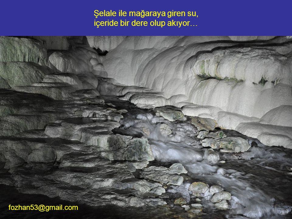 Şelale ile mağaraya giren su, içeride bir dere olup akıyor…