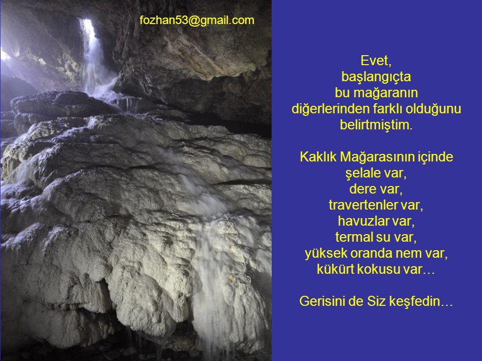 Evet, başlangıçta bu mağaranın diğerlerinden farklı olduğunu belirtmiştim. Kaklık Mağarasının içinde şelale var, dere var, travertenler var, havuzlar var, termal su var, yüksek oranda nem var, kükürt kokusu var… Gerisini de Siz keşfedin…