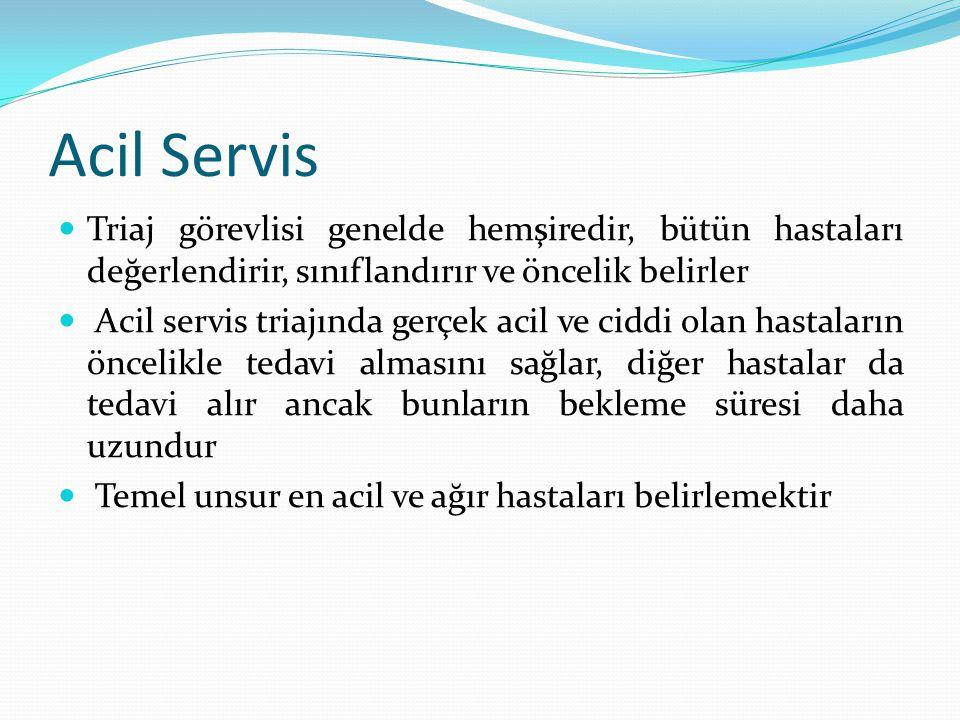 Acil Servis Triaj görevlisi genelde hemşiredir, bütün hastaları değerlendirir, sınıflandırır ve öncelik belirler.