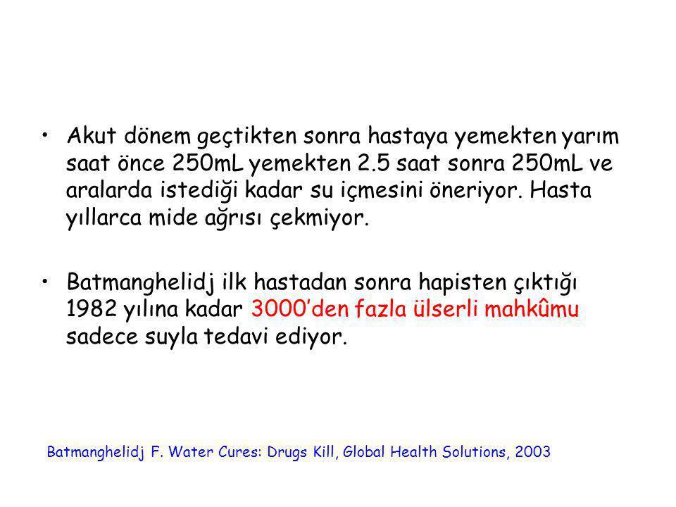 Akut dönem geçtikten sonra hastaya yemekten yarım saat önce 250mL yemekten 2.5 saat sonra 250mL ve aralarda istediği kadar su içmesini öneriyor. Hasta yıllarca mide ağrısı çekmiyor.