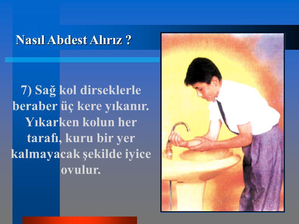 7) Sağ kol dirseklerle beraber üç kere yıkanır.