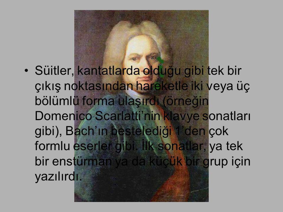 Süitler, kantatlarda olduğu gibi tek bir çıkış noktasından hareketle iki veya üç bölümlü forma ulaşırdı (örneğin Domenico Scarlatti'nin klavye sonatları gibi), Bach'ın bestelediği 1'den çok formlu eserler gibi.