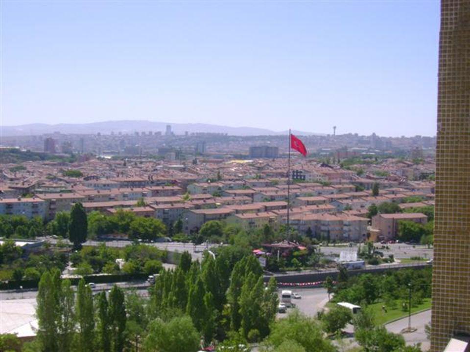 Ankara ziyaretimde çektiğim fotoğrafları sizinle paylaşırken bazı edindiğim izlenimleri de aktaracağım sizlere.