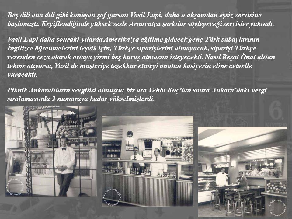 Beş dili ana dili gibi konuşan şef garson Vasil Lupi, daha o akşamdan eşsiz servisine başlamıştı. Keyiflendiğinde yüksek sesle Arnavutça şarkılar söyleyeceği servisler yakındı.