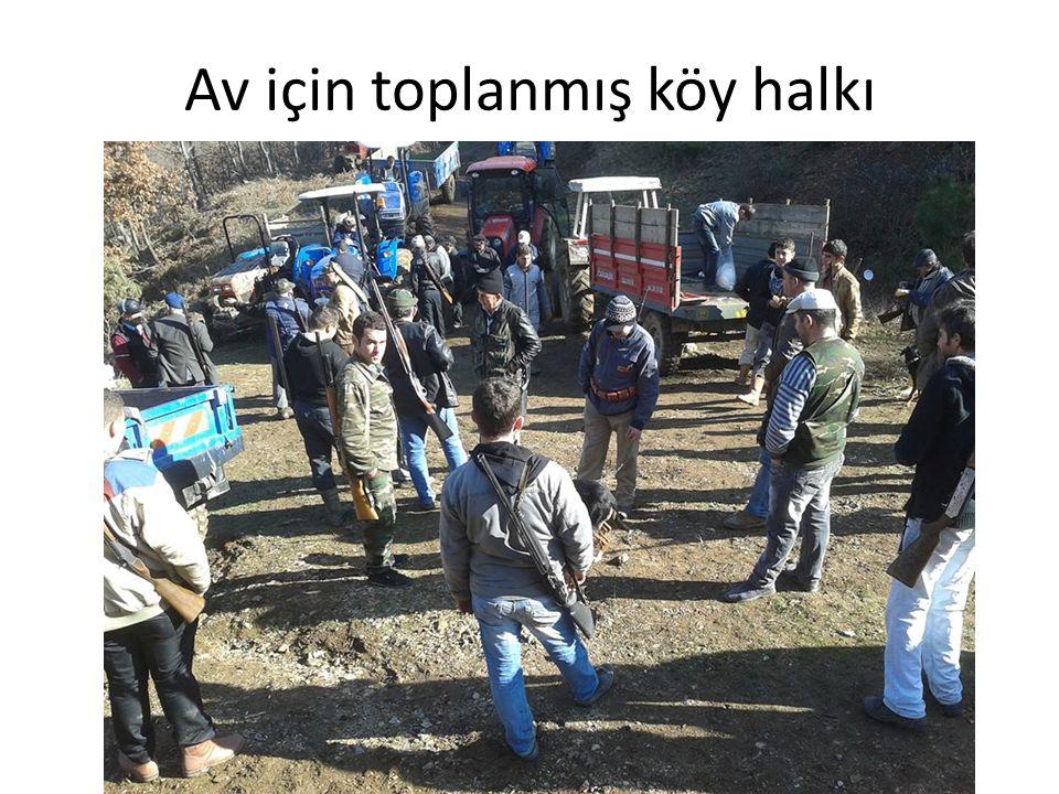Av için toplanmış köy halkı