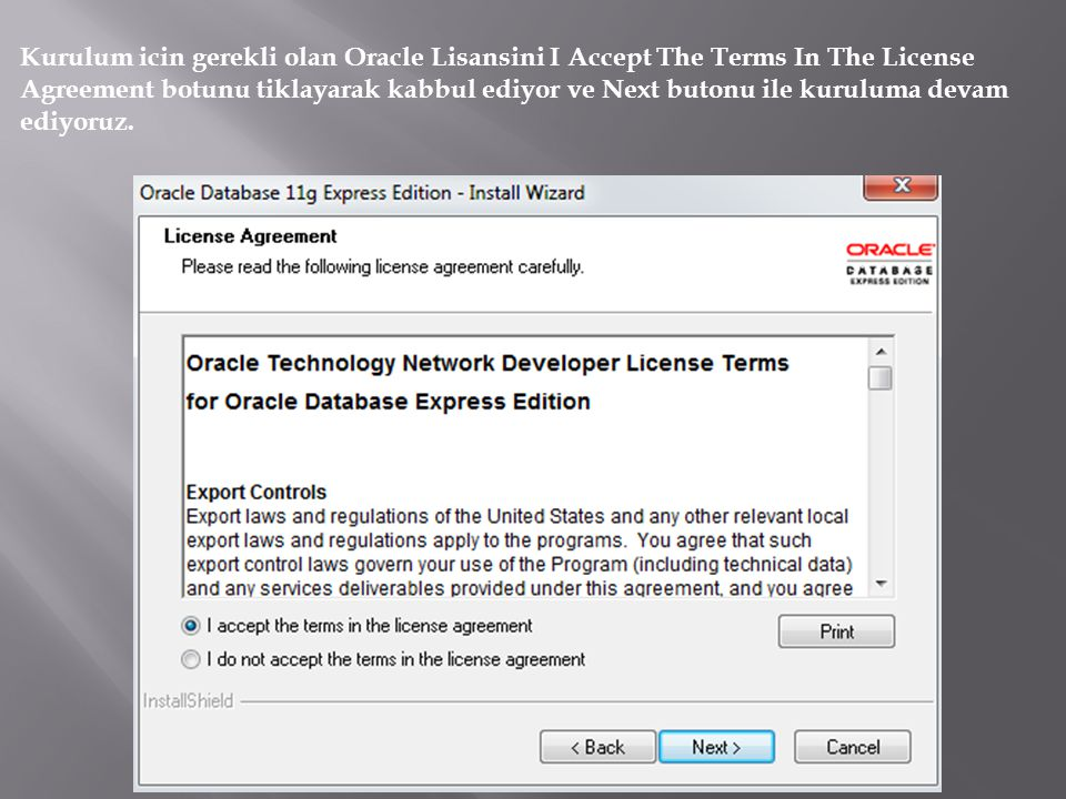 Kurulum icin gerekli olan Oracle Lisansini I Accept The Terms In The License Agreement botunu tiklayarak kabbul ediyor ve Next butonu ile kuruluma devam ediyoruz.