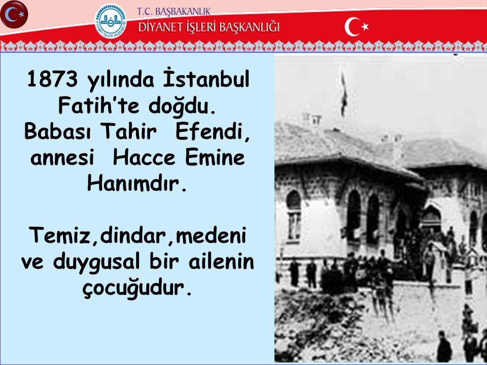 1873 yılında İstanbul Fatih'te doğdu. Babası Tahir Efendi,