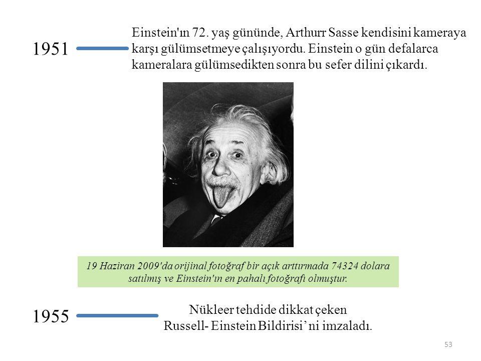 Einstein ın 72. yaş gününde, Arthurr Sasse kendisini kameraya karşı gülümsetmeye çalışıyordu. Einstein o gün defalarca kameralara gülümsedikten sonra bu sefer dilini çıkardı.
