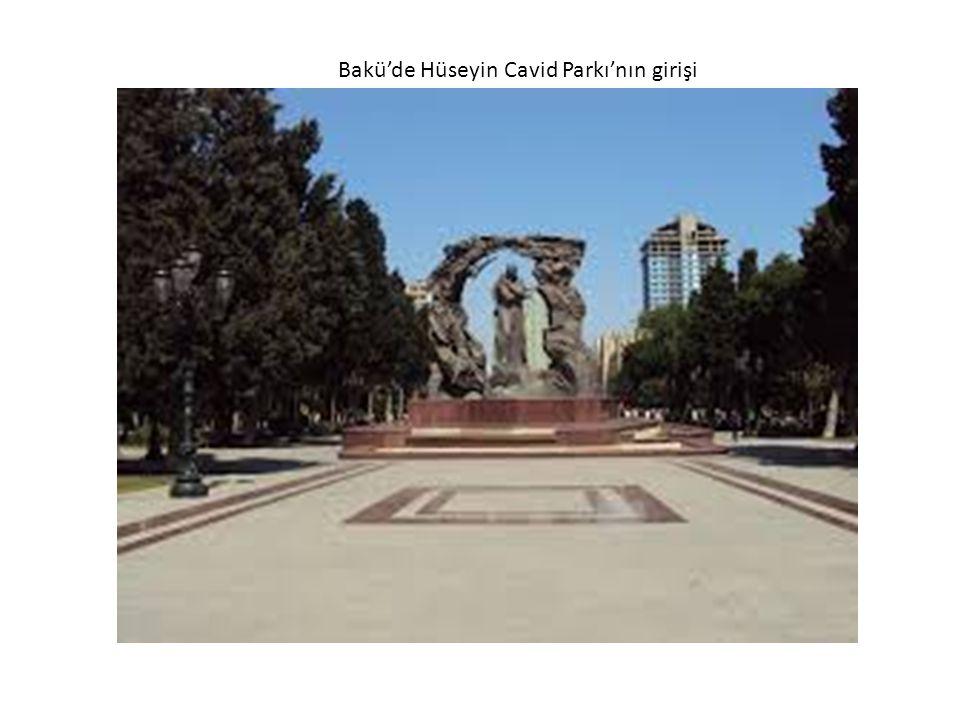 Bakü'de Hüseyin Cavid Parkı'nın girişi