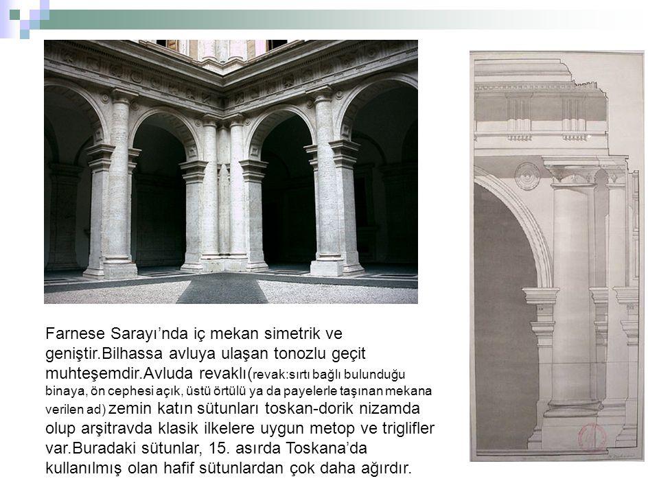 Farnese Sarayı'nda iç mekan simetrik ve geniştir