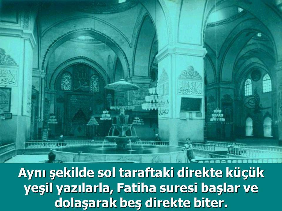 Aynı şekilde sol taraftaki direkte küçük yeşil yazılarla, Fatiha suresi başlar ve dolaşarak beş direkte biter.