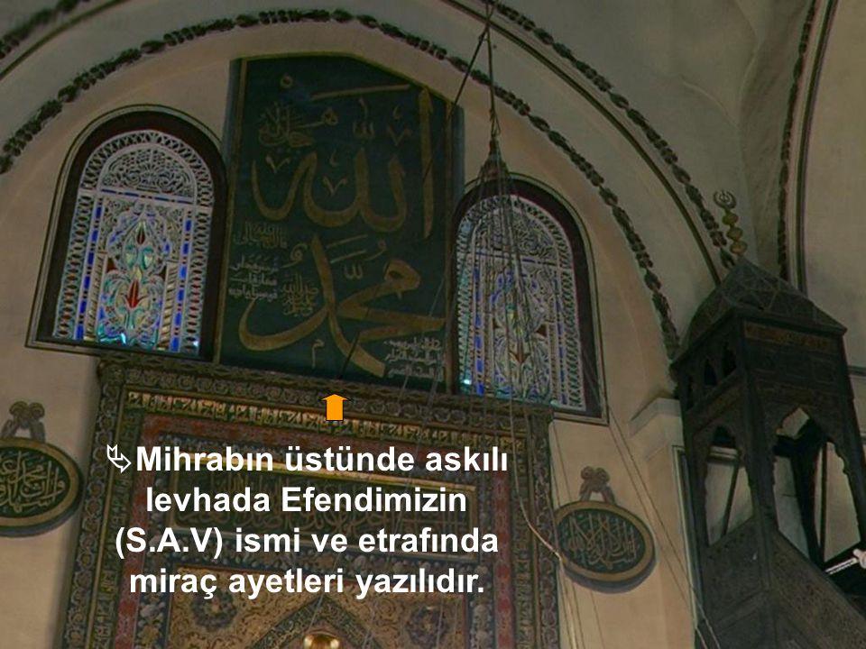 Mihrabın üstünde askılı levhada Efendimizin (S. A