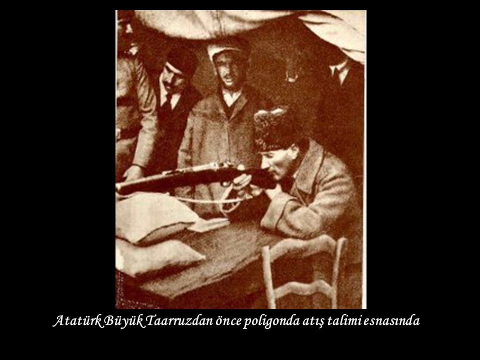 Atatürk Büyük Taarruzdan önce poligonda atış talimi esnasında