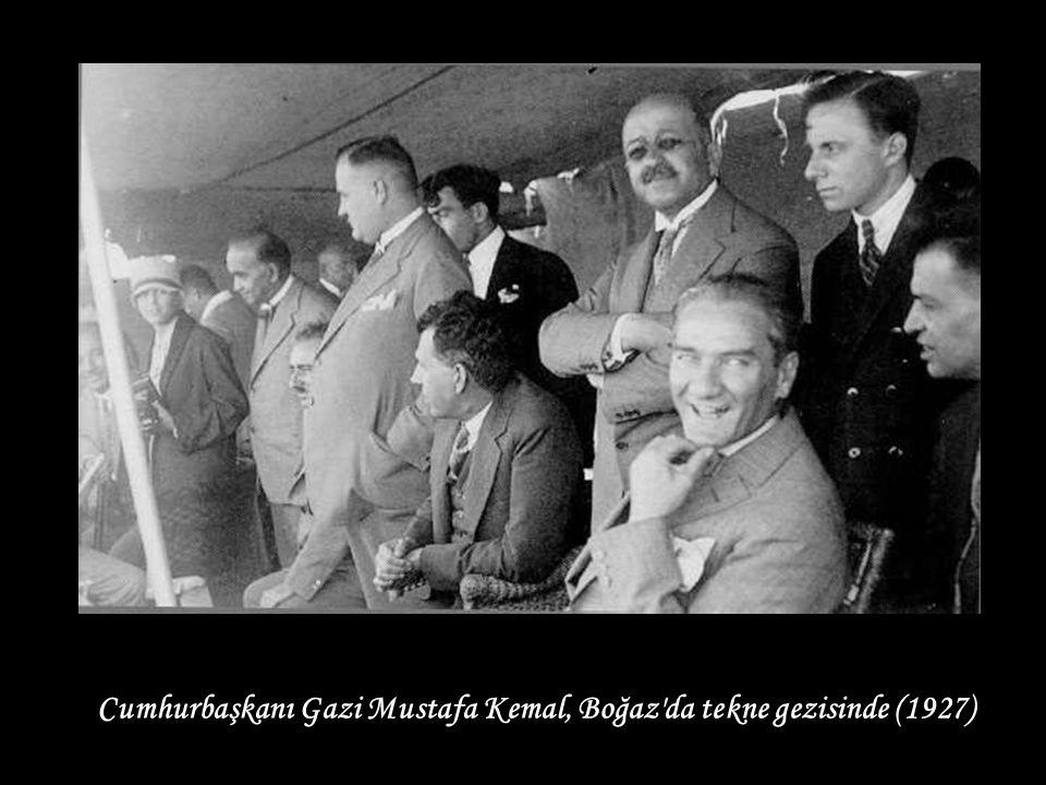 Cumhurbaşkanı Gazi Mustafa Kemal, Boğaz da tekne gezisinde (1927)