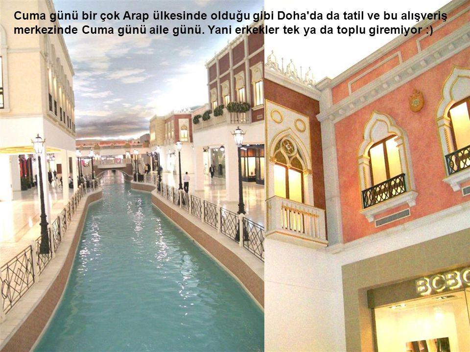 Cuma günü bir çok Arap ülkesinde olduğu gibi Doha da da tatil ve bu alışveriş merkezinde Cuma günü aile günü. Yani erkekler tek ya da toplu giremiyor :)