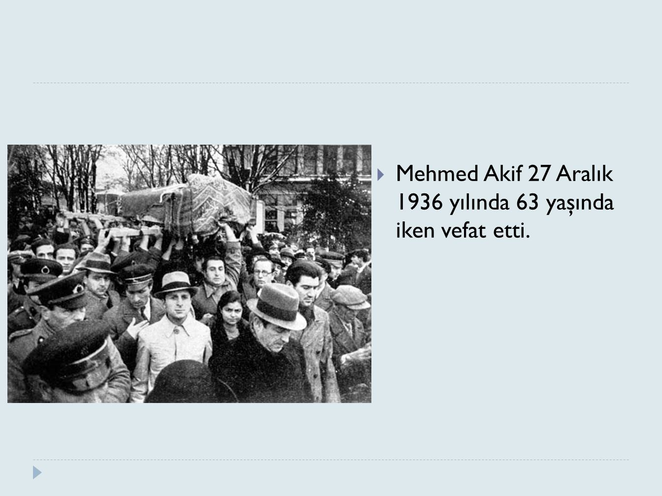 Mehmed Akif 27 Aralık 1936 yılında 63 yaşında iken vefat etti.