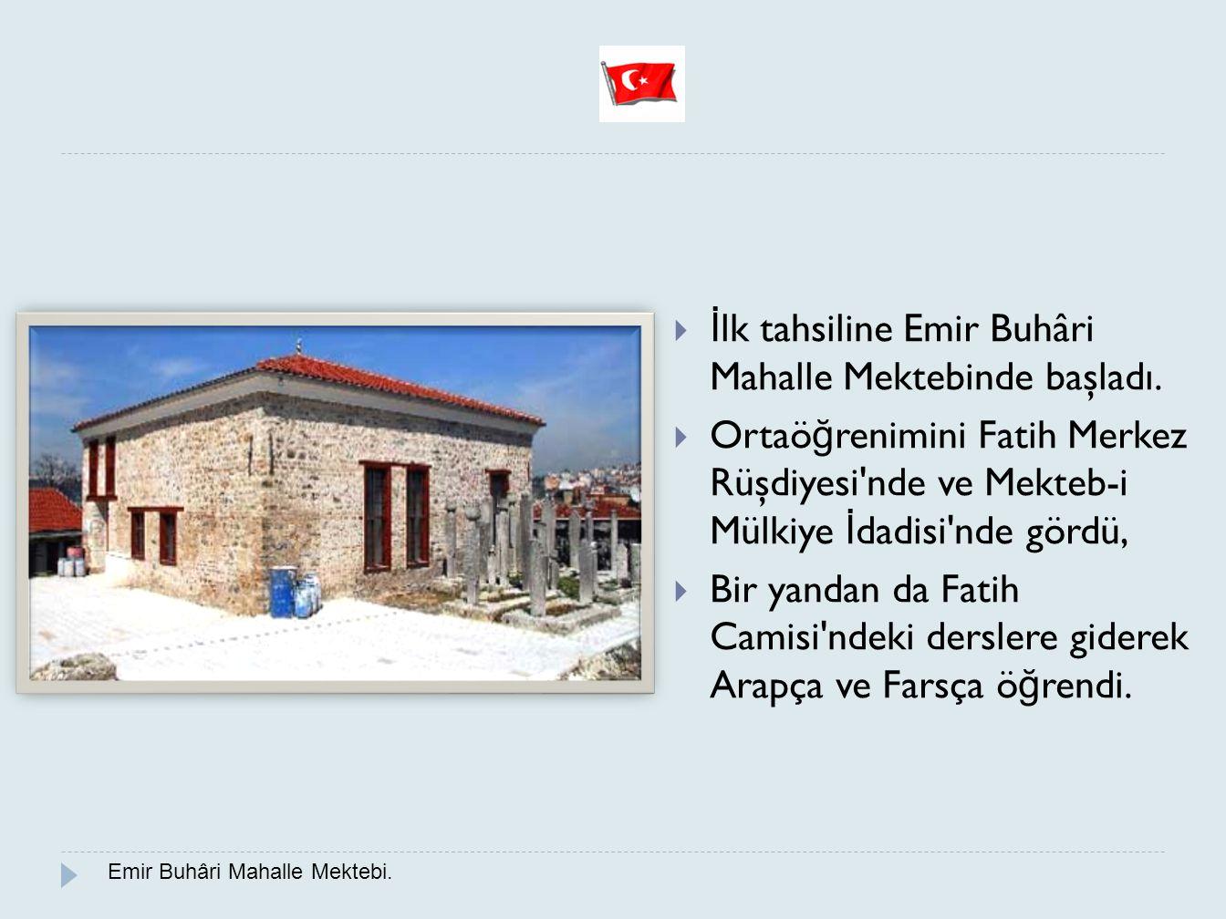 İlk tahsiline Emir Buhâri Mahalle Mektebinde başladı.