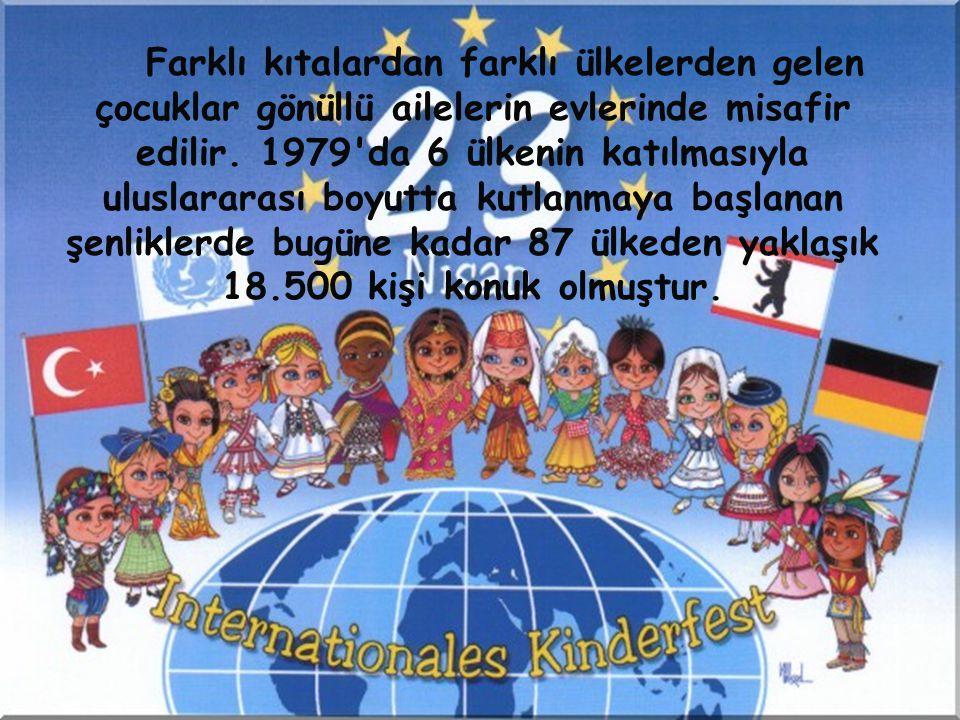 Farklı kıtalardan farklı ülkelerden gelen çocuklar gönüllü ailelerin evlerinde misafir edilir.