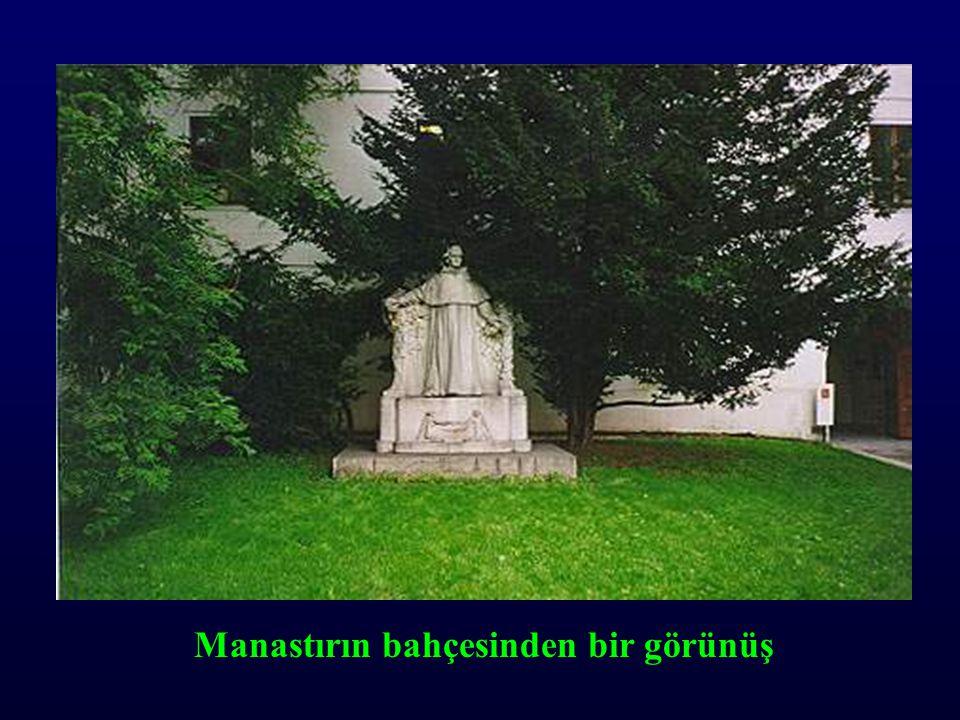Manastırın bahçesinden bir görünüş
