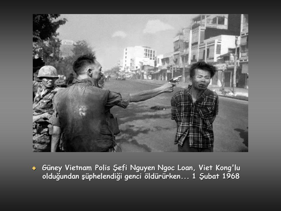 Güney Vietnam Polis Şefi Nguyen Ngoc Loan, Viet Kong lu olduğundan şüphelendiği genci öldürürken...