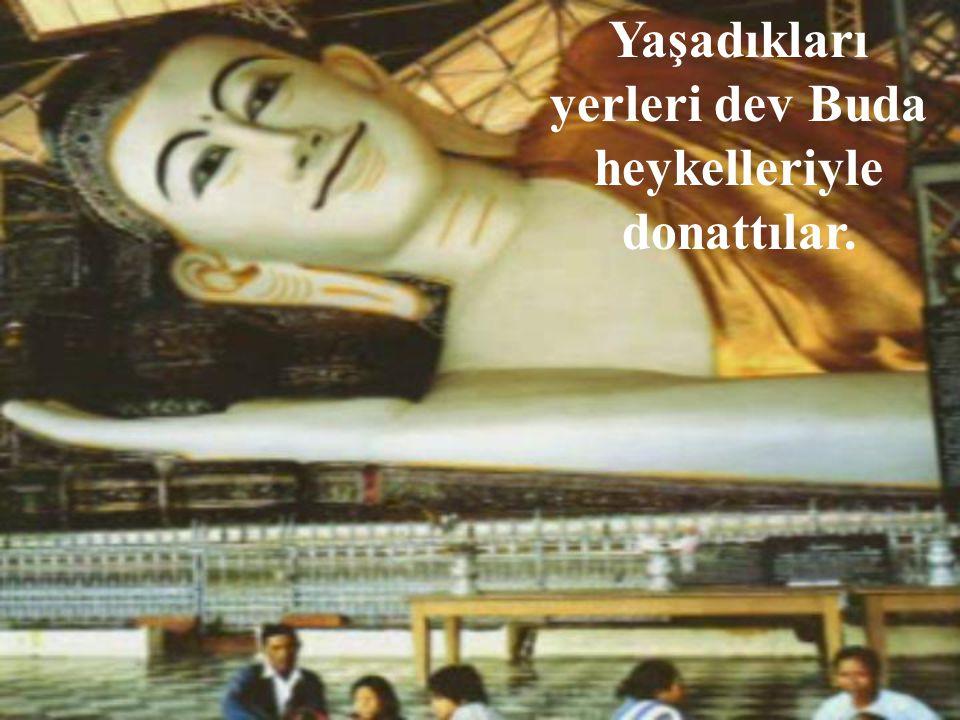 Yaşadıkları yerleri dev Buda heykelleriyle donattılar.