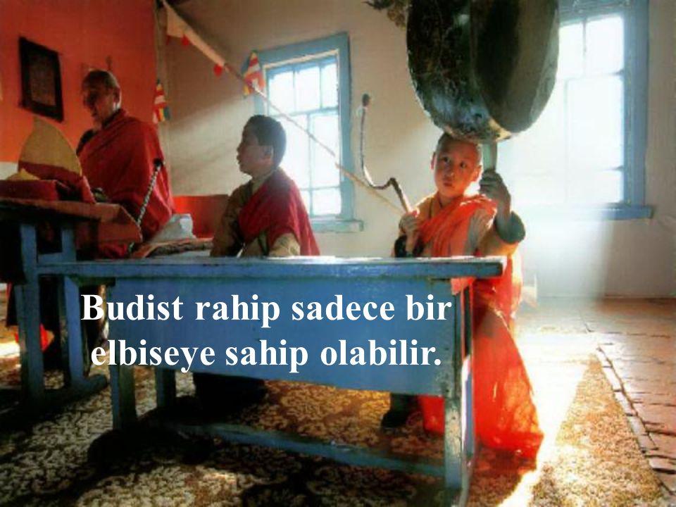 Budist rahip sadece bir elbiseye sahip olabilir.