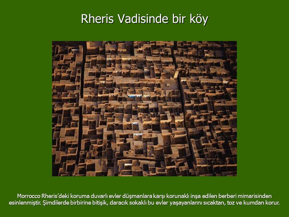Rheris Vadisinde bir köy