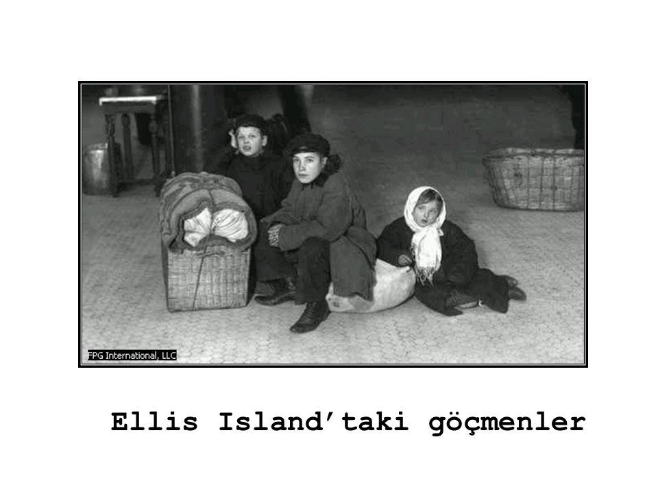 Ellis Island'taki göçmenler